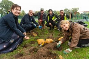 Squire's donates 230,000 bulbs to the local community